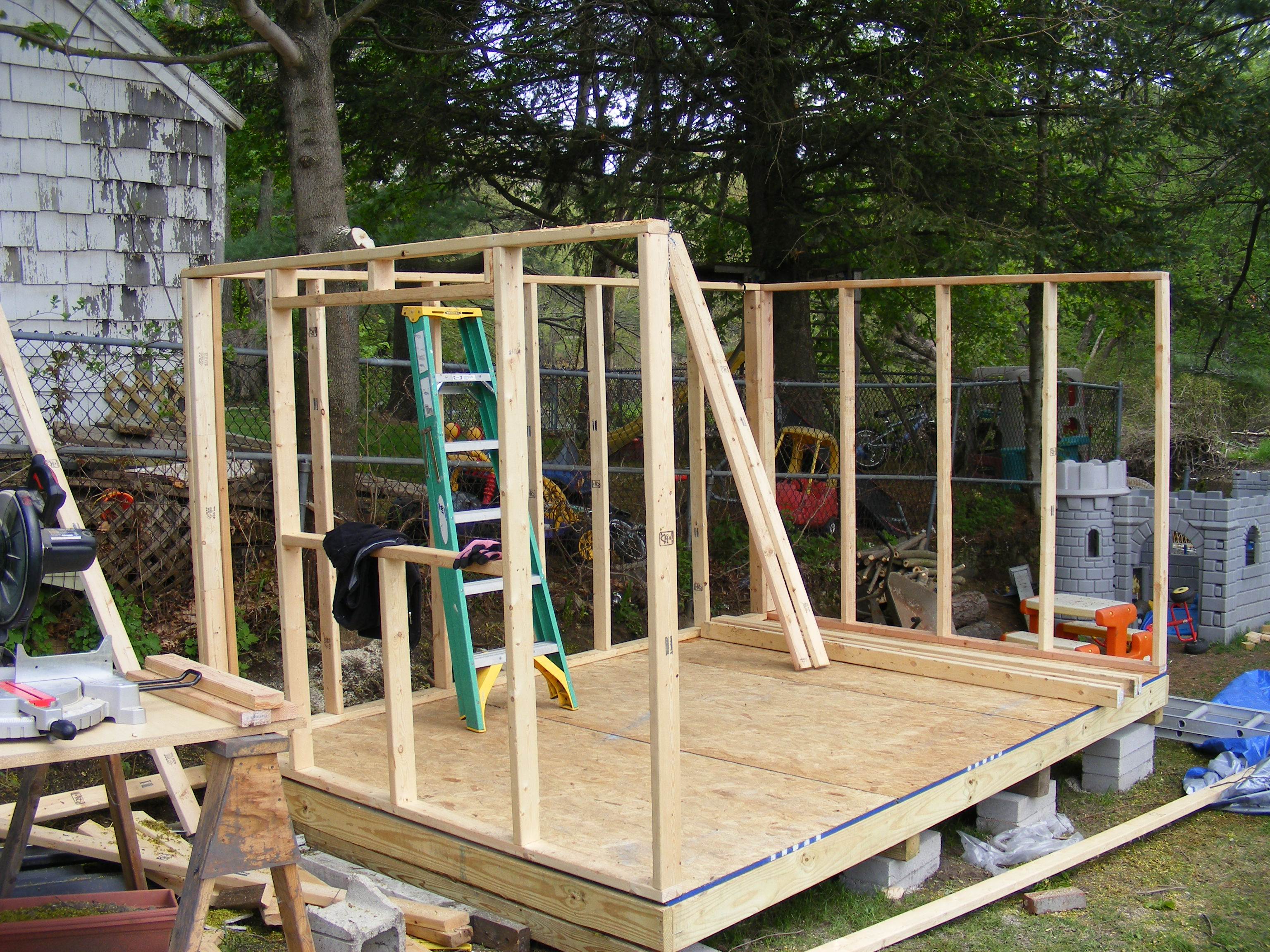 Build shed free back yard shed plans and blue prints are for Shed construction