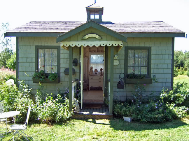 Cottage garden sheds potted plants for all seasons for Backyard cottage plans