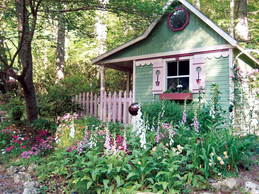 Cottage garden sheds potted plants for all seasons for Backyard cottage designs